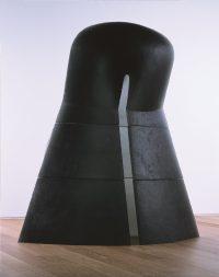 《傾斜》2000年  富山市ガラス美術館所蔵 撮影:斎城卓